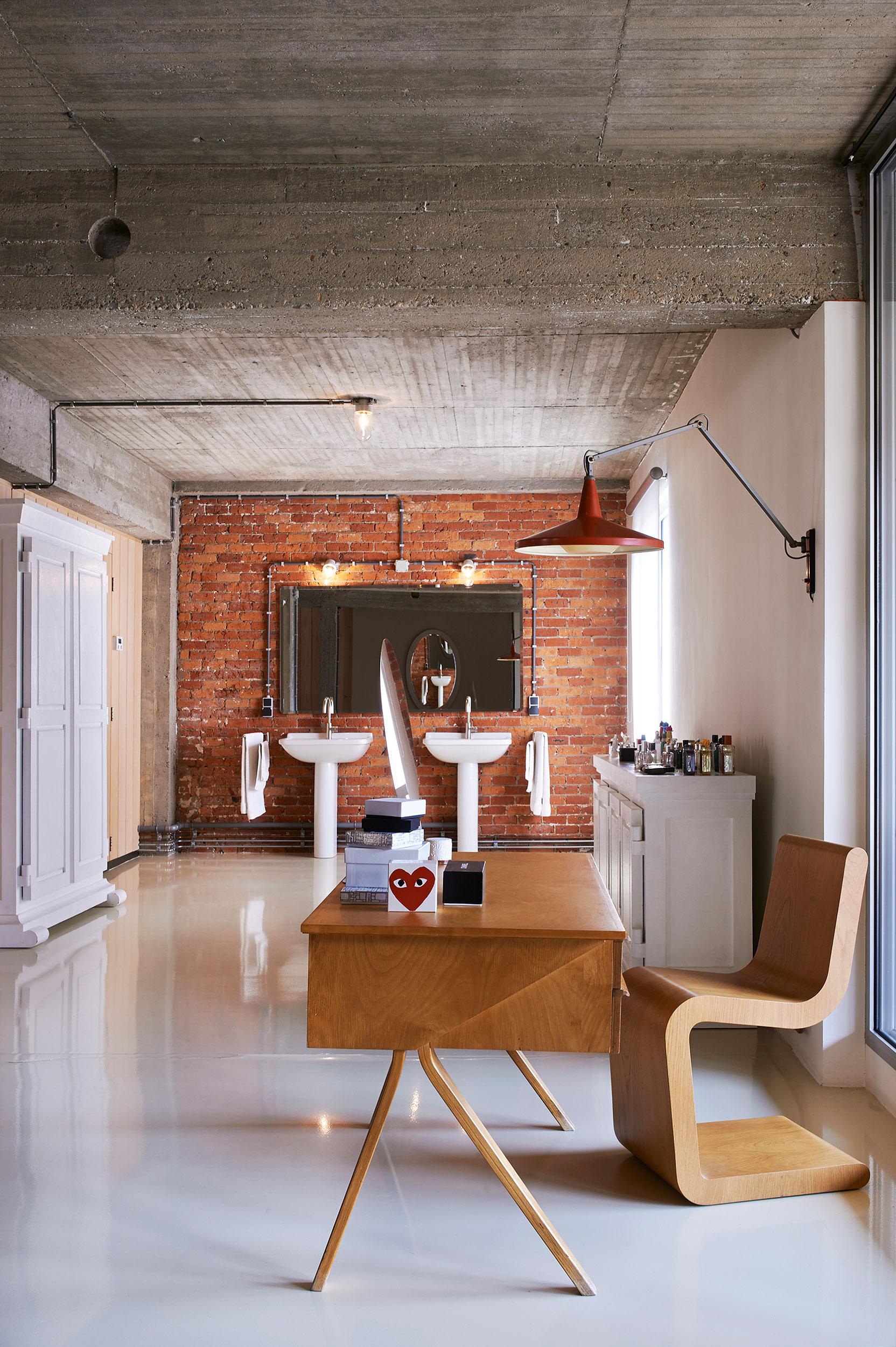 Studio-Job-Loft-2nd-floor-bathroom-ph-Dennis-Brandsma-22713-0242-2480x3727