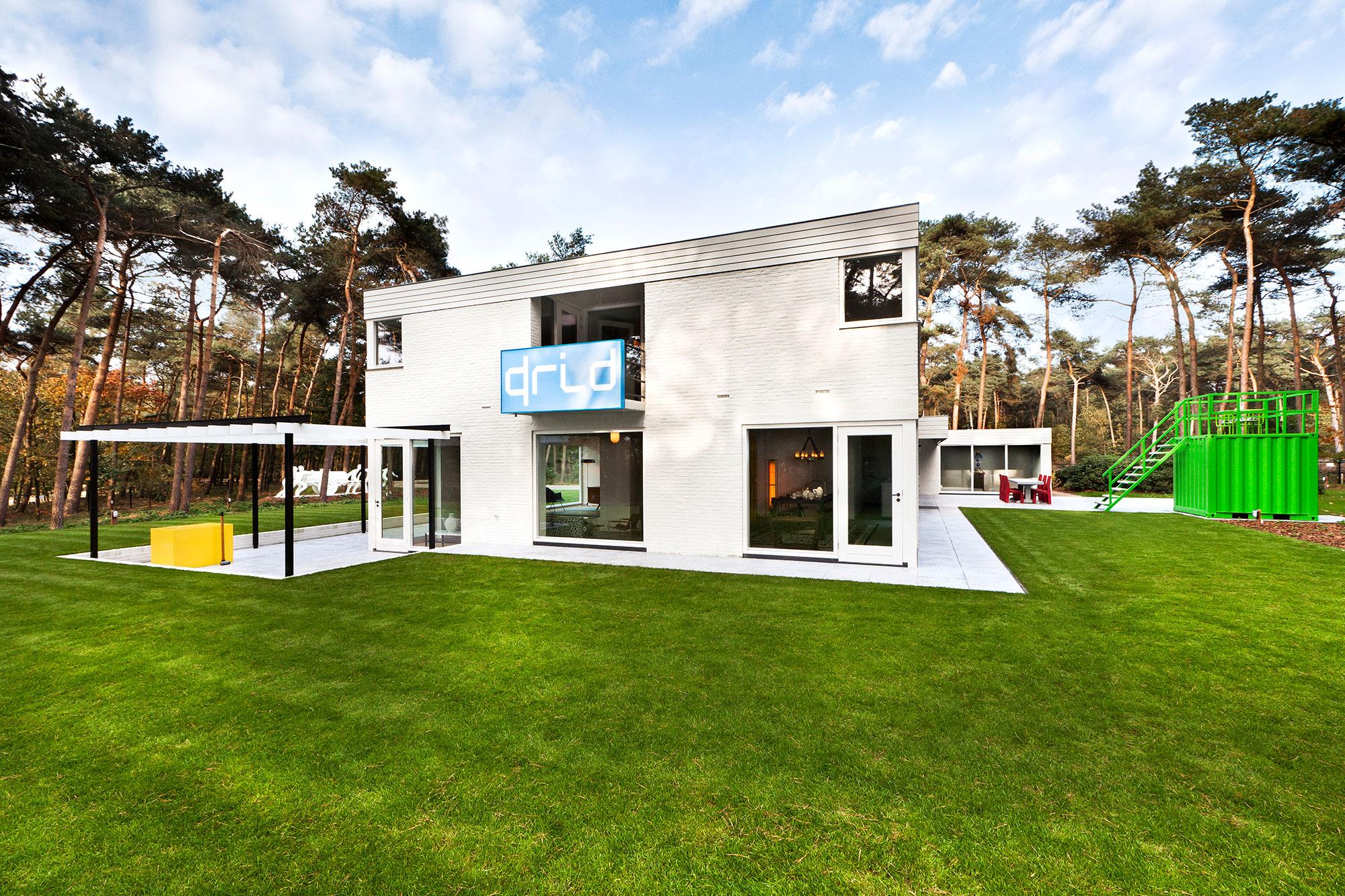 Studio-Job-House-floor0-outside-back-ph
