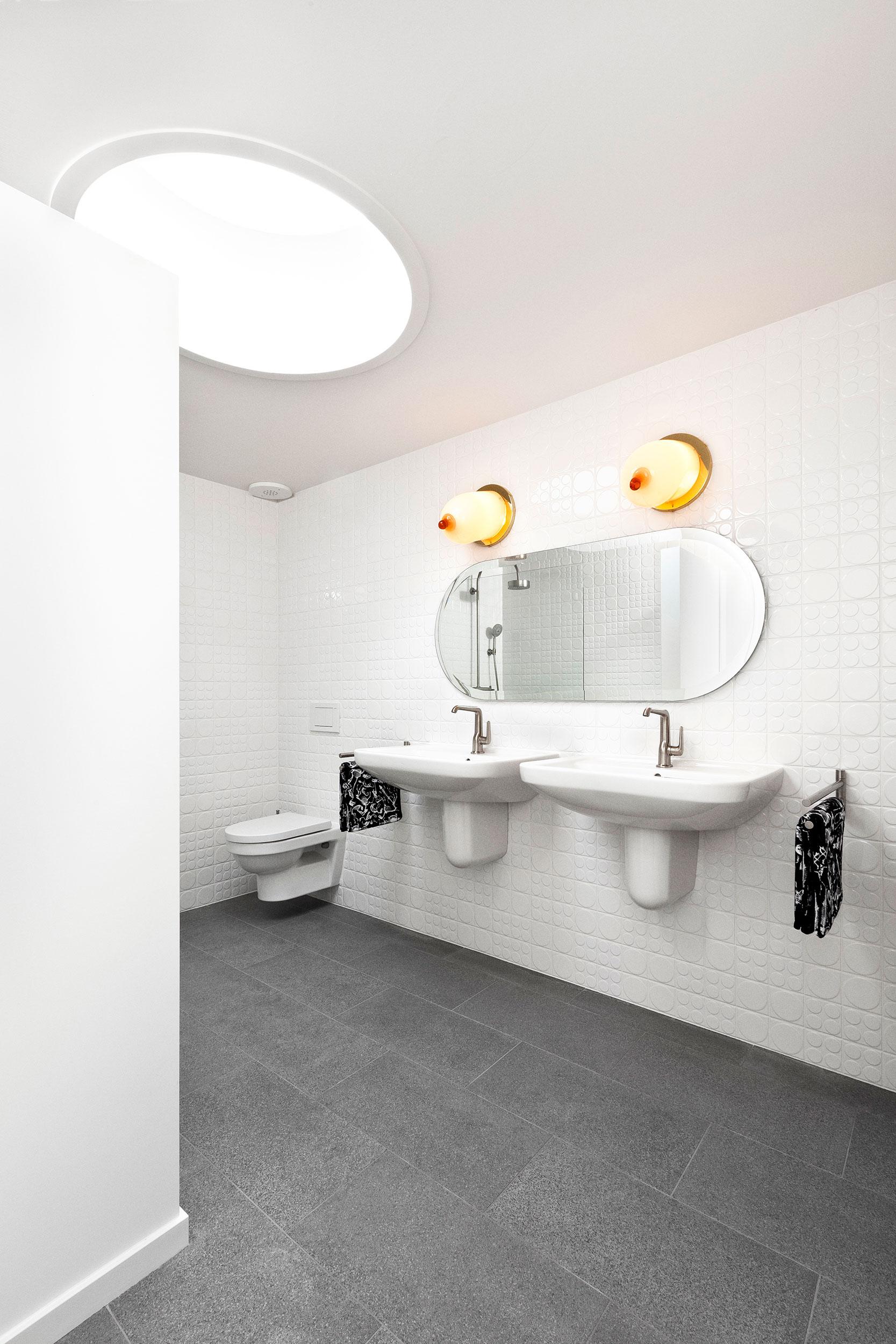 Studio-Job-House-floor1-bathroom-master