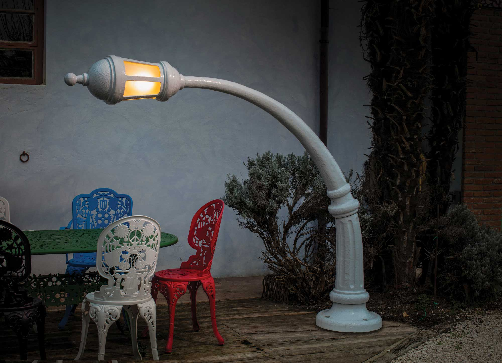 BLOW-by-Job-Seletti_Street-Lamp-floor_white